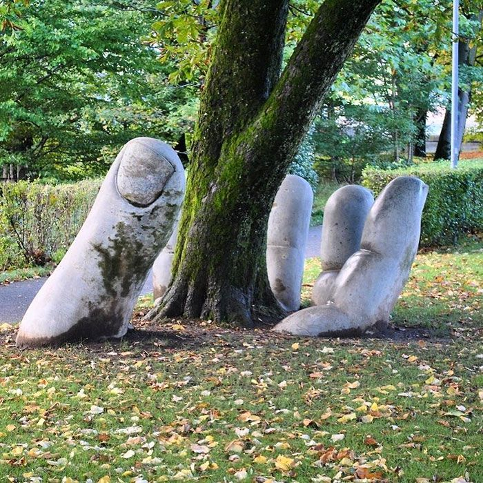 Amazing Street Art Installations That Cleverly Interact With - Artist creates clever street art installations that interact with their surroundings