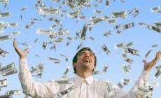 USA: Gana la lotería y sus padres homófobos le piden dinero
