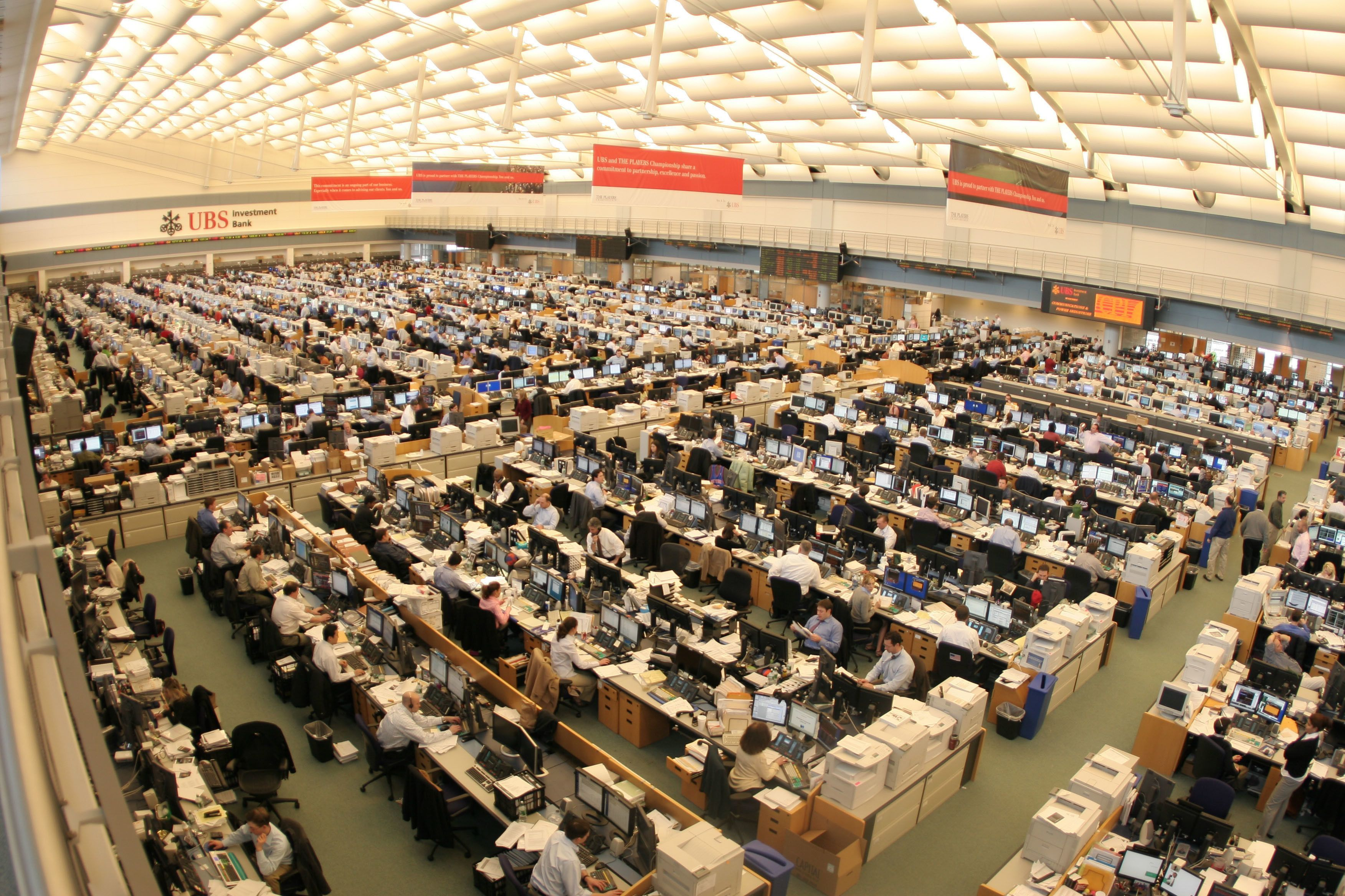 Ubs Trading Floor Then And Now Feels Free To Follow Us In 2020 Taking Over The World Investment Banking Flooring