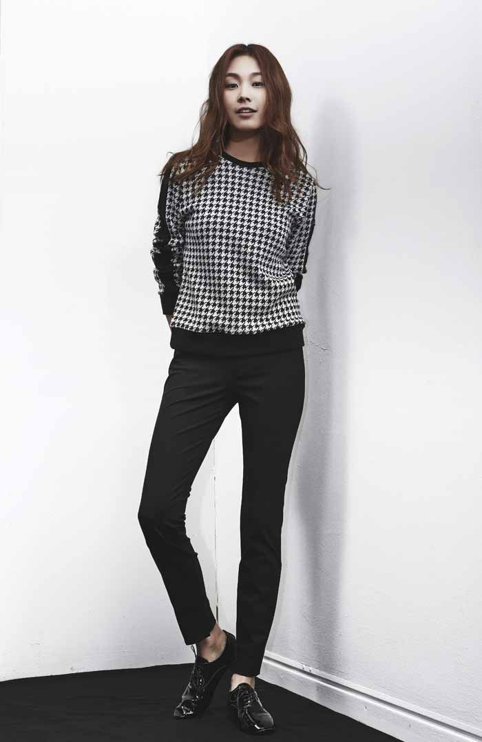 LOOKAST CHAPTER#1 - Black & White Hounds Tooth Knit