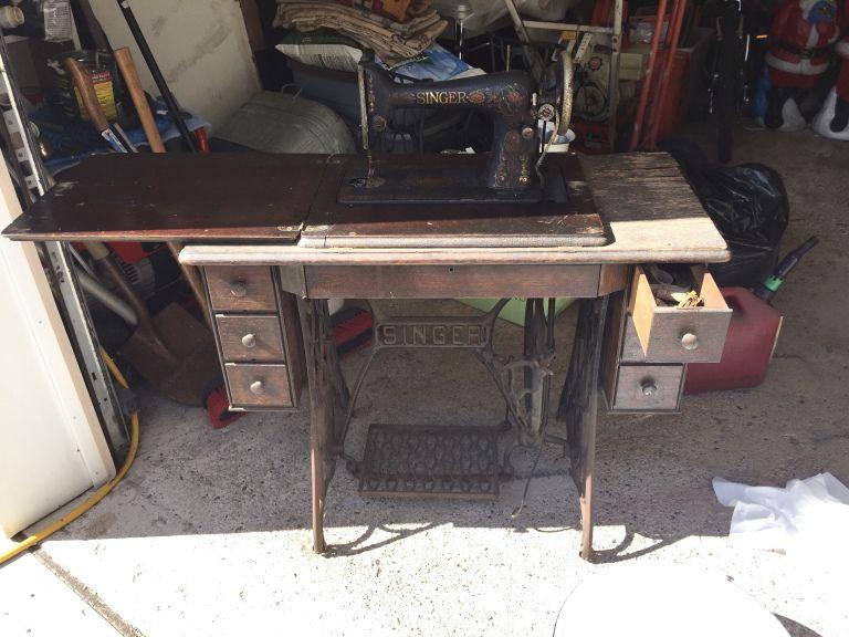 Vintage Sewing Machine Table Upgrade to DIY Makeup Vanity