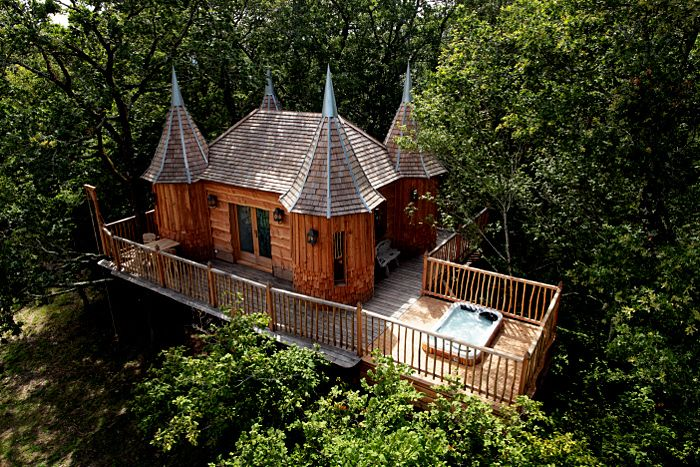 20 Lieux Insolites Ou Dormir En France Cabane Dans Les Arbres Cabane Bois Maison Dans Les Arbres