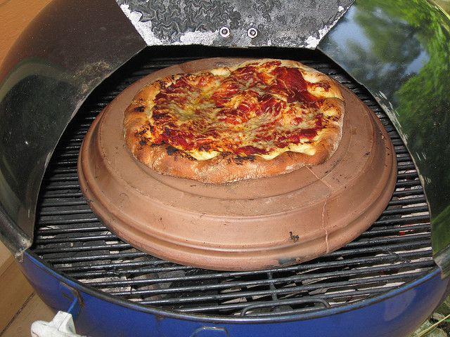 weber kettle mods firedome pizza cooked on a kettle bbq weber n more pinterest kettle. Black Bedroom Furniture Sets. Home Design Ideas