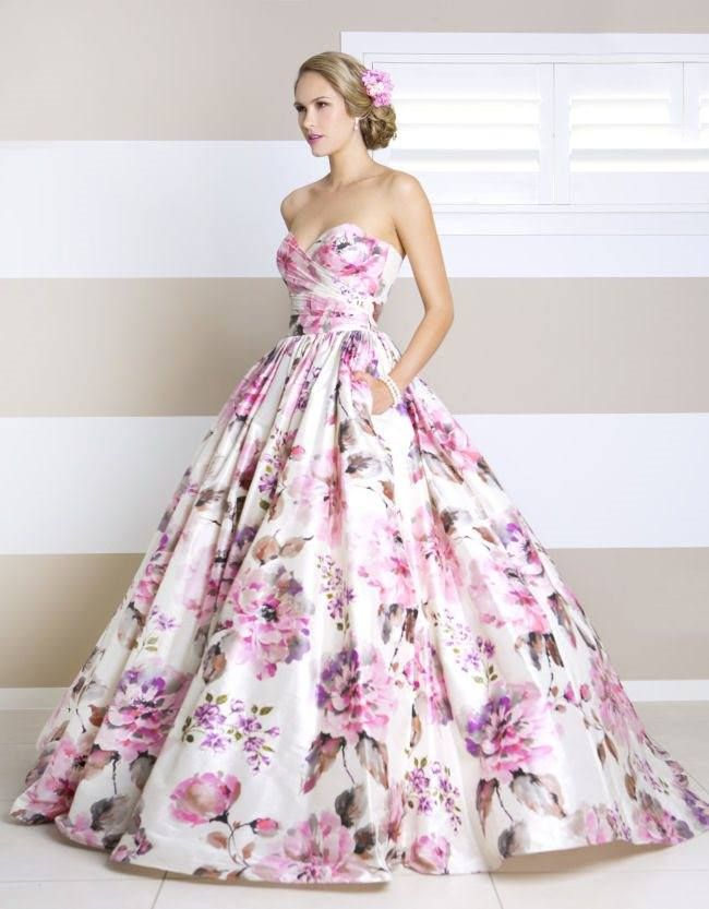 Floral wedding dress // By Wendy Makin #floral #unique #wedding #dress