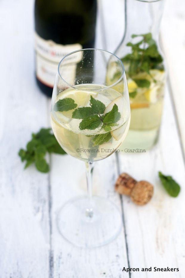Hugon ohje:  Ison viinilasin pohjalle jäitä ja reilusti minttua  10 cl proseccoa  10 cl vichyä  5 cl seljankukkamehua  (lisäksi ruskeaa sokeria, jos tykkää makeammasta)