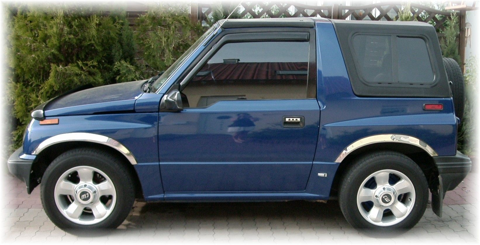 Blue Geo Tracker Camiones Autos