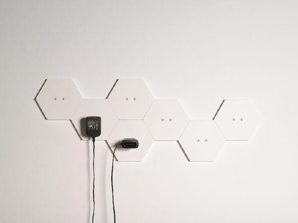 Wallplug. Sistema modular que transforma la clásica regleta de enchufes en un elemento decorativo que crece por la pared. / Modular system that transforms the classic power strip into a decorative item growing along the wall.