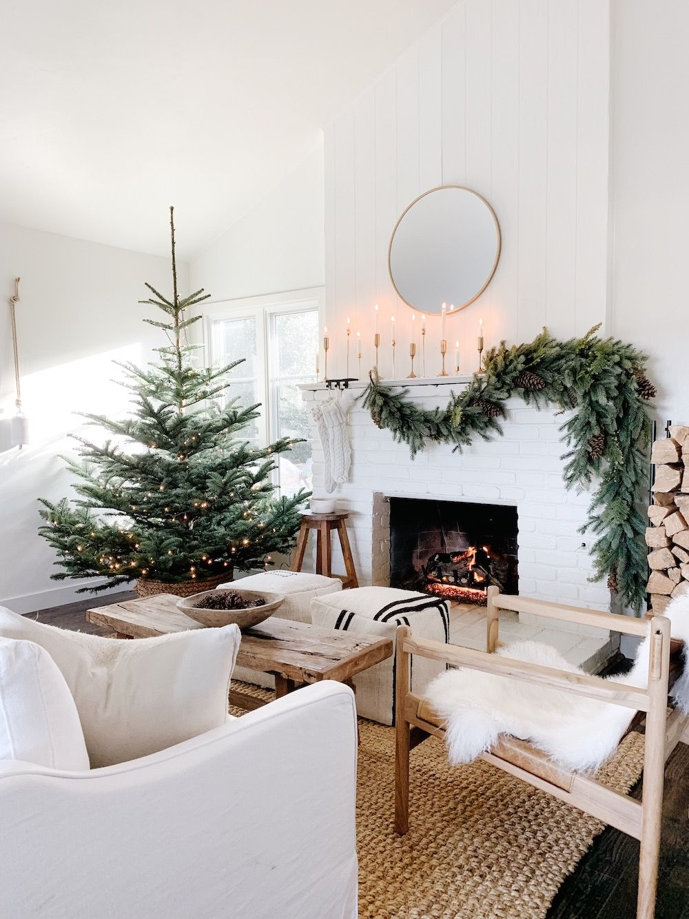 Photo of Holiday Home Tour: This Dreamy Space Proves That White Is Actually the Most Festive Color