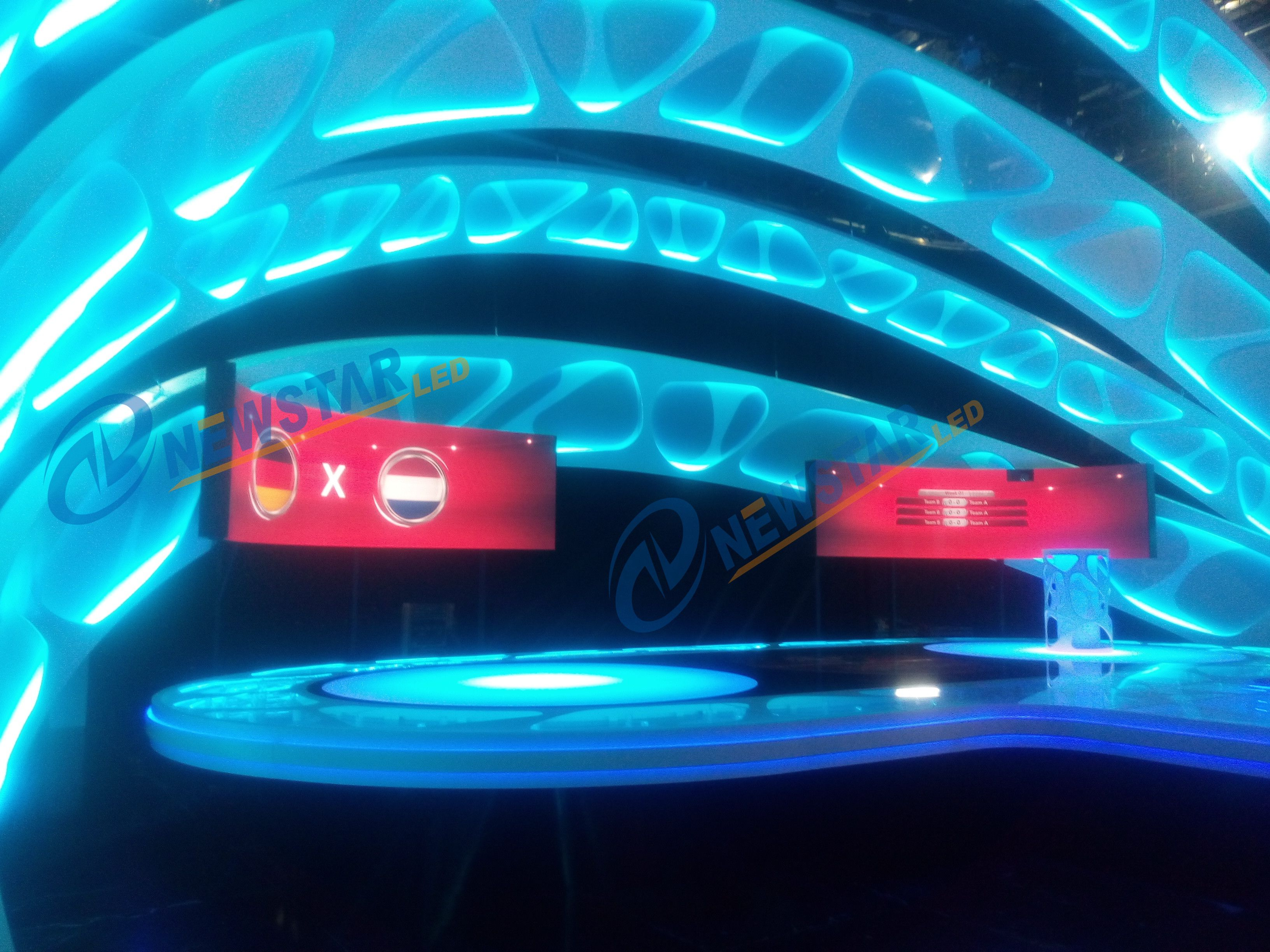 Flexible led P3, 2 pcs curved screen stand on the stage
