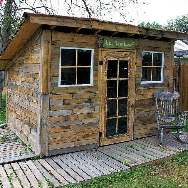 Shed made out of pallets creative things you can make for What to make out of those old wood pallets