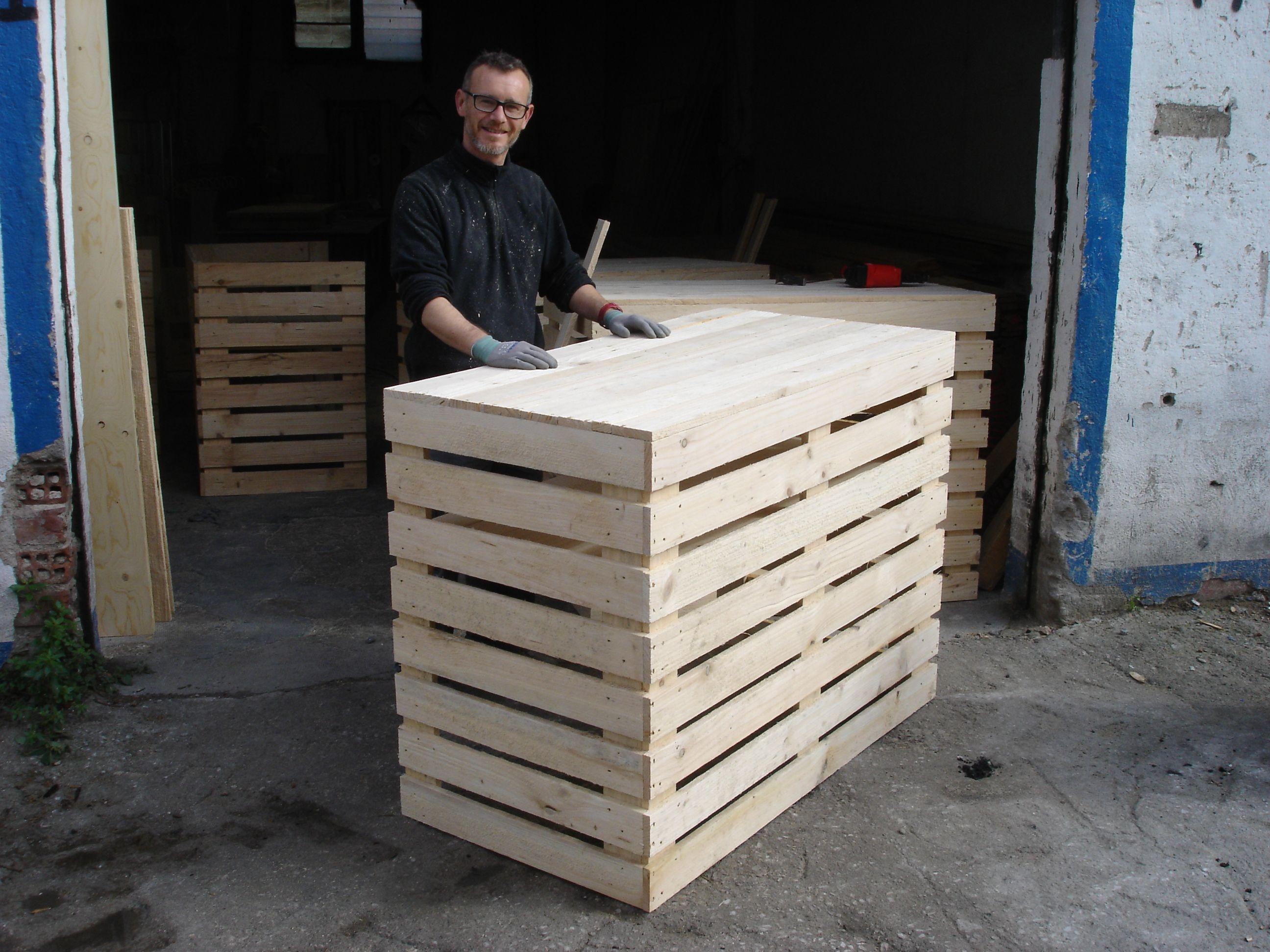 Mostrador hecho con jaulas de madera mostradores y - Mostradores de madera para negocios ...