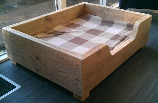 Pin by lori c on building projects dogs dog houses dog bed - Mobel aus gerustbrettern ...