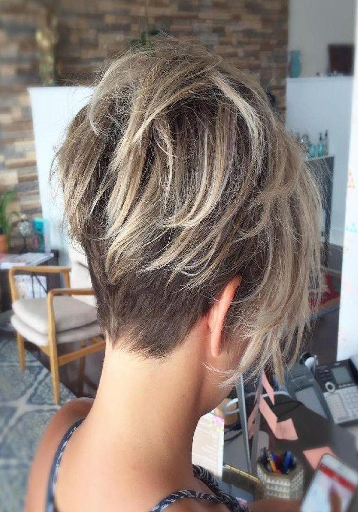 Dünnes, Blasses Mädchen Mit Blondem Haar