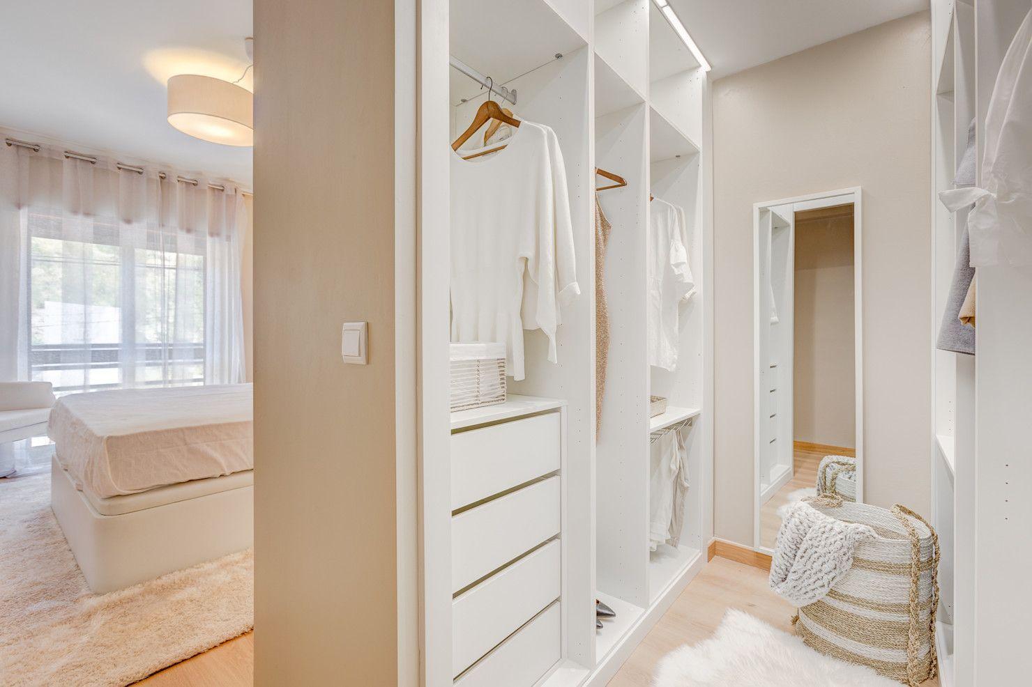 12 ideas fantásticas para tener un vestidor en el dormitorio   homify   Dormitorios, Armarios de ...