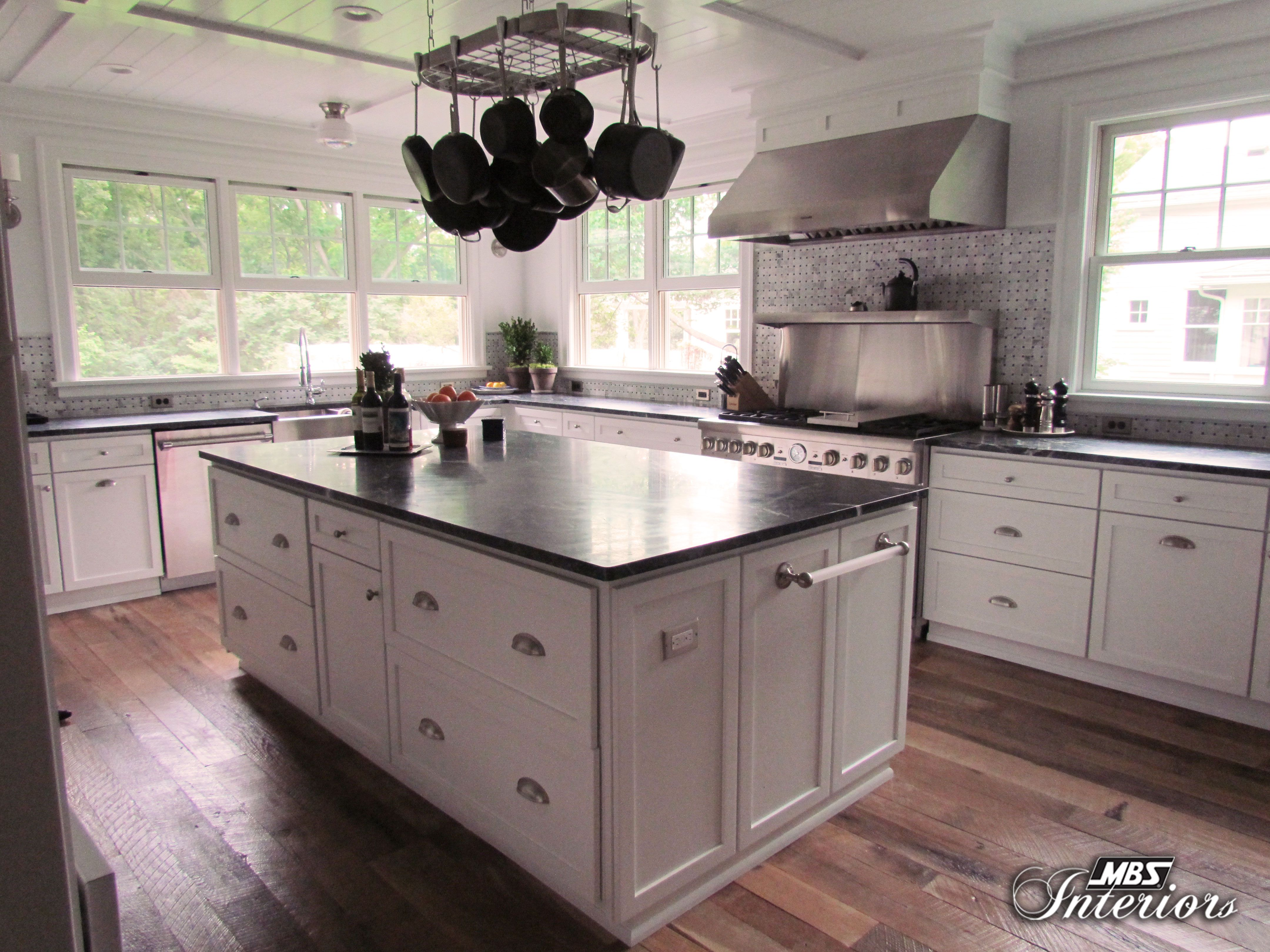 Homeowners Remodeled A Farmhouse Kitchen In Toledo Ohio And The Result Is Wow The Kitchen Now Has A Fresh Airy Look With Pl Kitchen Interior Home Kitchens
