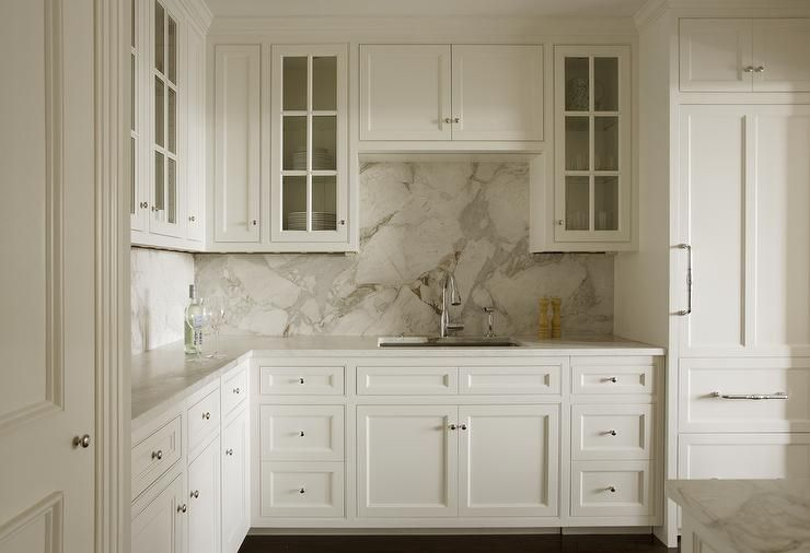White Shaker Cabinets With Gray And White Marble Slab Backsplash Transition Kitchen Backsplash Inspiration Marble Backsplash Kitchen White Marble Countertops