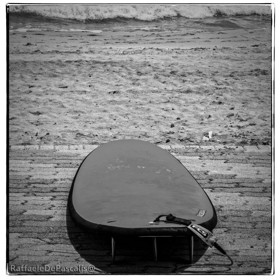 """Esiste una vasta produzione di canzoni sul SURF, e decine di gruppi che hanno """"traformato"""" questo modo di cavalcare le onde in un genere musicale vero e proprio; Il surf rock è un gener…"""