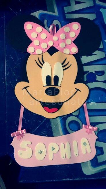 Aquele enfeite de porta lindo com o tema Minnie Rosa e com o nome da Princesa junto feito em Eva
