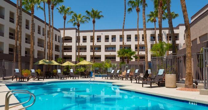 hilton phoenix airport hotel az outdoor pool az 85034 hilton rh pinterest com