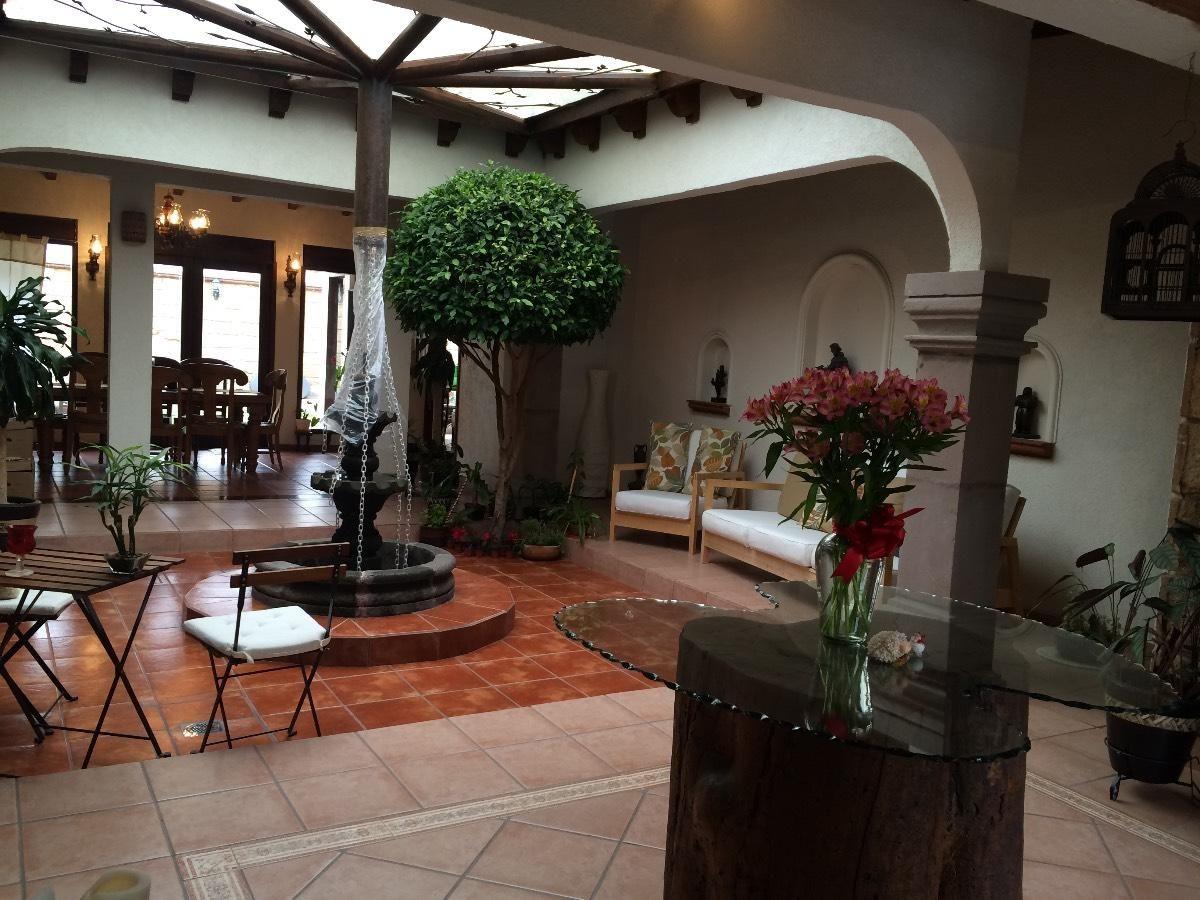 Acogedora casa tipo hacienda mexicana en una sola planta for Casa moderna jardin d el menzah
