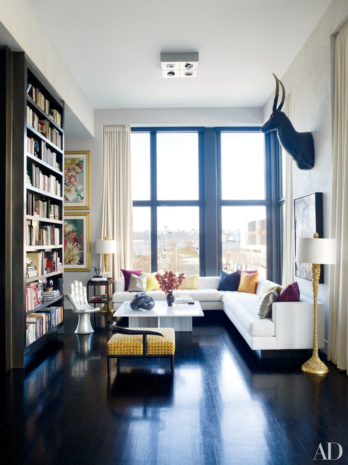 In a living room sitting area of Jamie Drake\'s Manhattan apartment ...