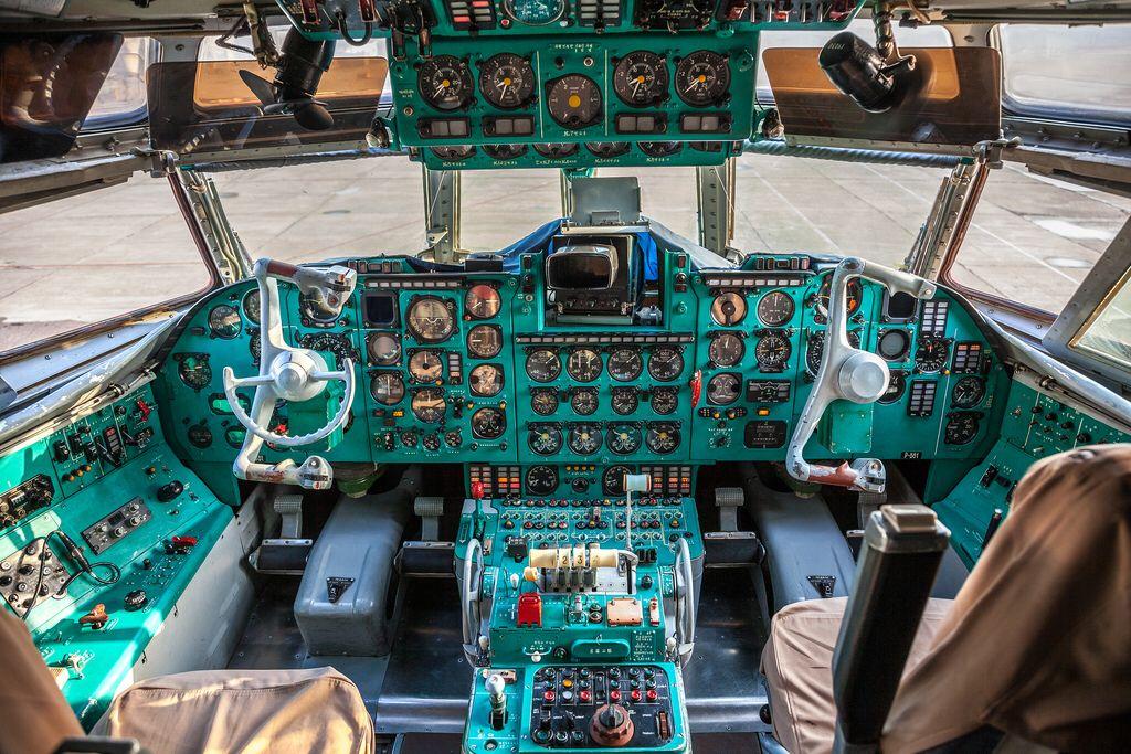 Ilyushin 62 Cockpit Air Koryo Cockpit Cargo Aircraft Aircraft