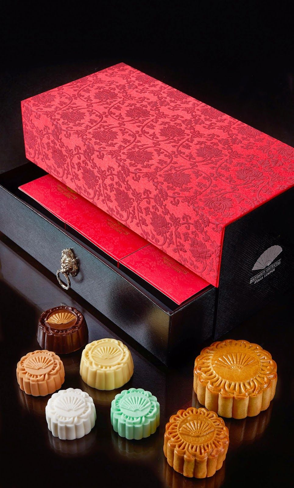 Kee Hua Chee Live Mooncakes From Mandarin Oriental Are The Must Haves For Mid Autumn Festival Now Selling In Moon Cake Mid Autumn Festival Mandarin Oriental