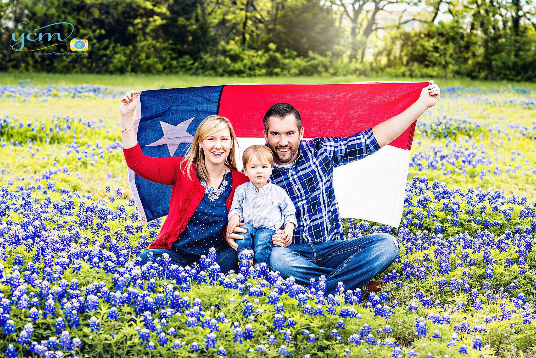 Texas Bluebonnets, Texas State Flower, Bluebonnet sessions, Family Portraits in Dallas, Your Candid Memories Photography