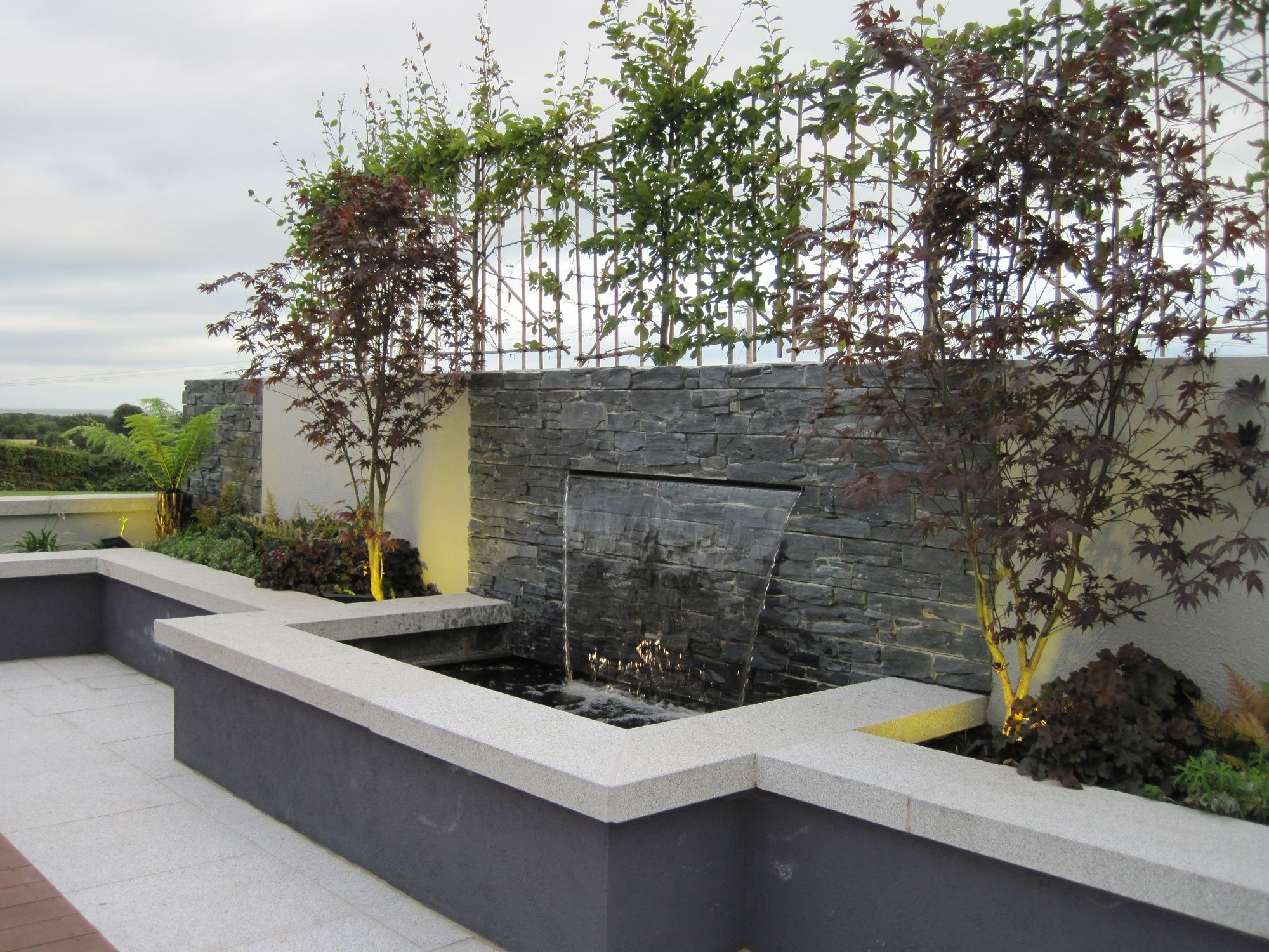 Related image planter pots pinterest water walls for Backyard feature wall ideas