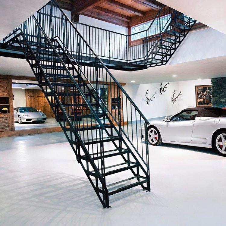 Escaliers droits et passerelle recevant dalles de verre for Type de charpente metallique