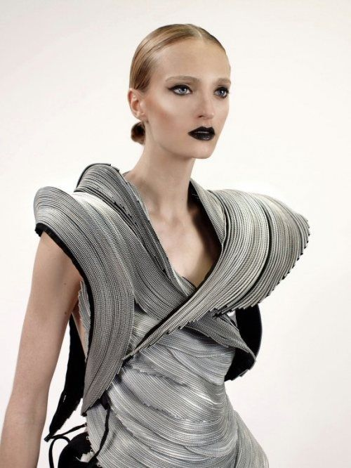 Sculptural fashion made from zippers alternative for Createur 3d