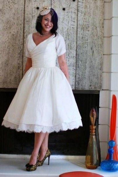 Pin By Sydney Davis On Dress The Part Wedding Dresses Taffeta Wedding Dresses 50s Tea Length Wedding Dress