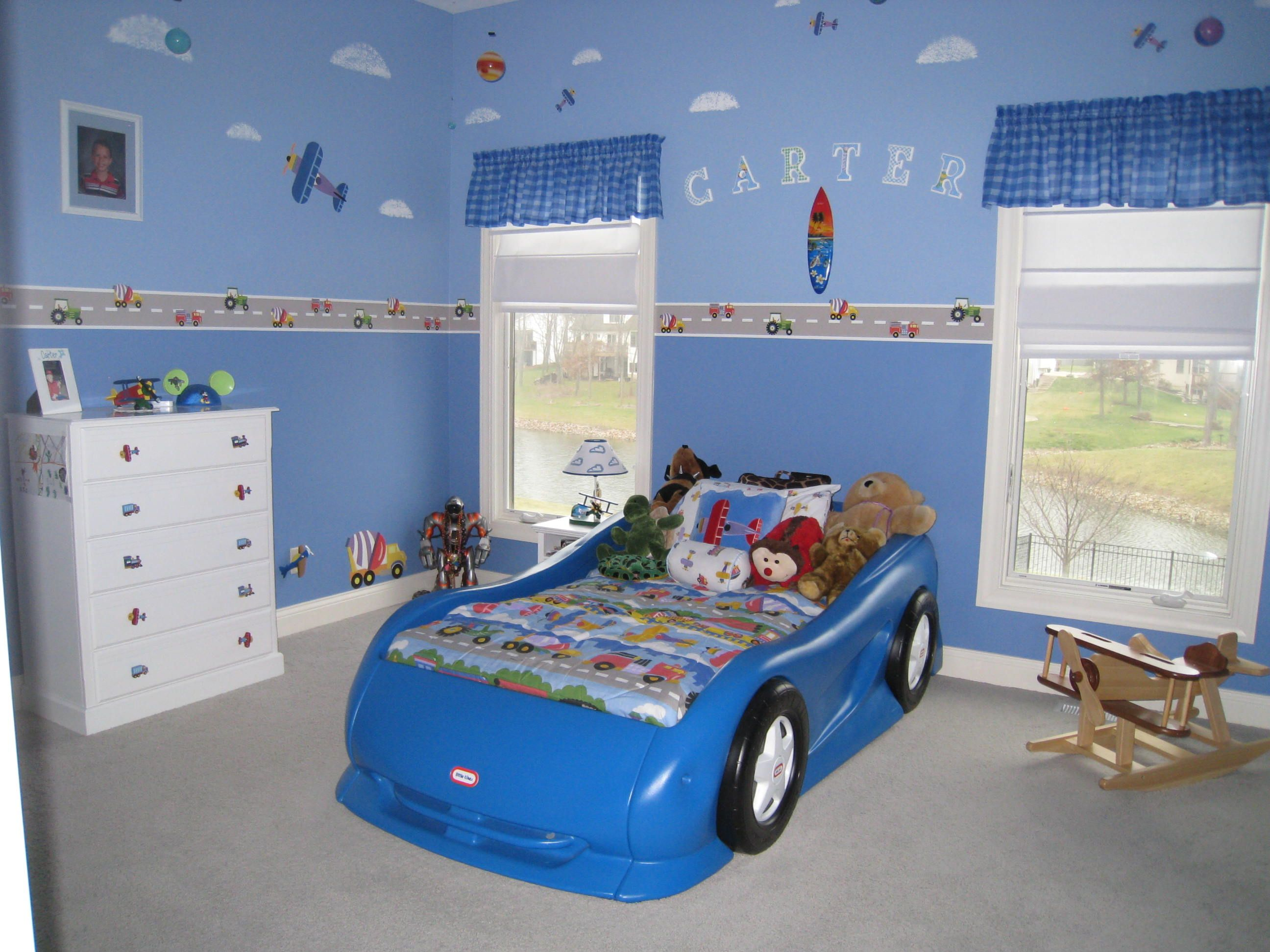 Car plane and train themed bedroom boy 39 s bedroom ideas for Car room ideas