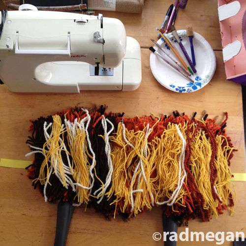Diy lion headdress with yarn scraps and ribbon easy halloween diy lion headdress with yarn scraps and ribbon easy halloween costume solutioingenieria Image collections