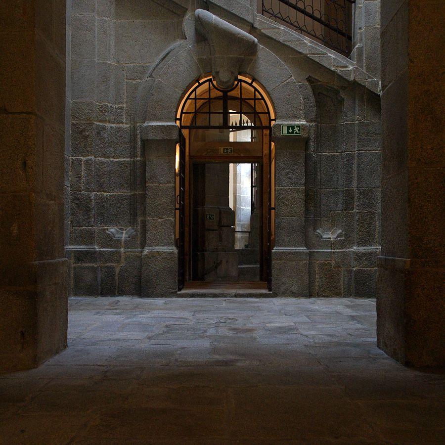 Cadeia da Relação, no Campo dos Mártires da Pátria - Porto, muito perto da Torre dos Clérigos