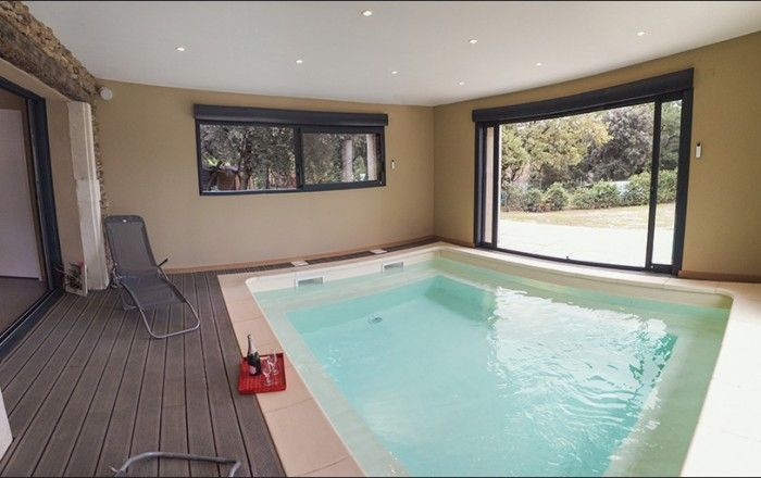 Piscine intérieure chauffée - Gîte n°G146001 GRIGNAN - Les Gîtes - location villa piscine couverte chauffee
