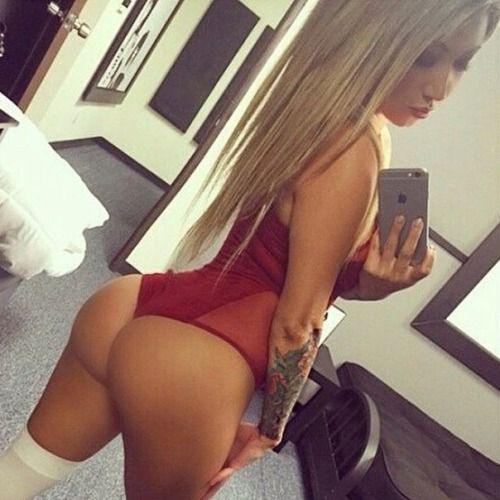Amateur big butt horny woman