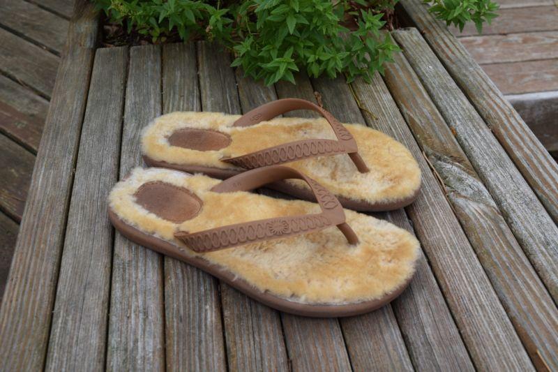 30efa5b3826 UGG Australia Fluffie Shearling Flip Flops Womens Size 6 W Chestnut ...