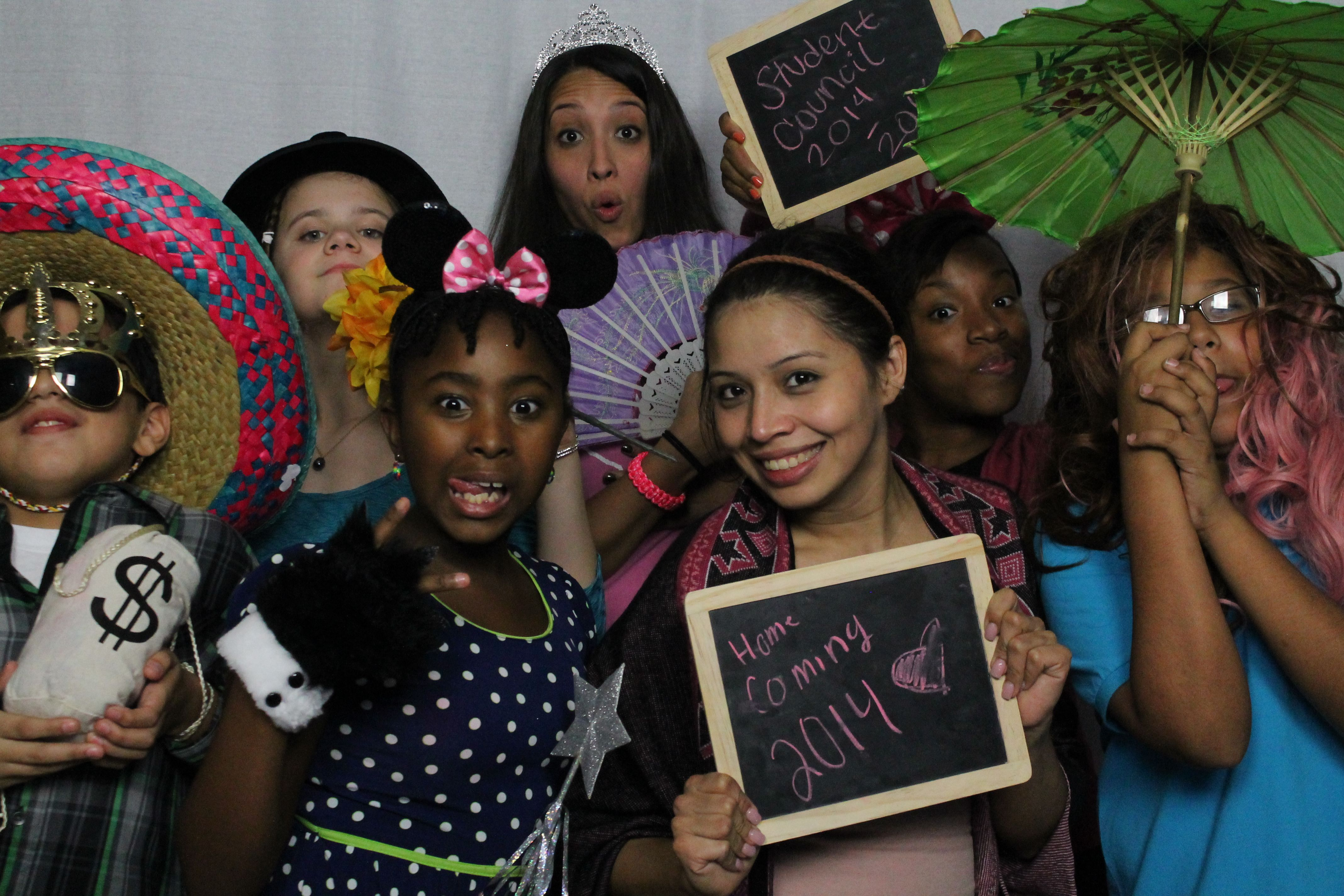 Hogg Middle School Homecoming In Houston Tx With Absolute S Photo Booth Www Absolutesphtoobooth Com Photoboot Photo Booth Rental Photo Booth Middle School