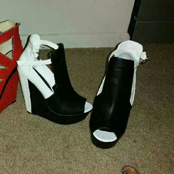Brand new platform shoes Black & white platform shoes Shoe Dazzle Shoes Platforms