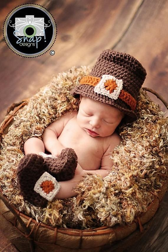 Adorable Thanksgiving Pilgrim Baby Hat and Booties Set  d68e3e47f51