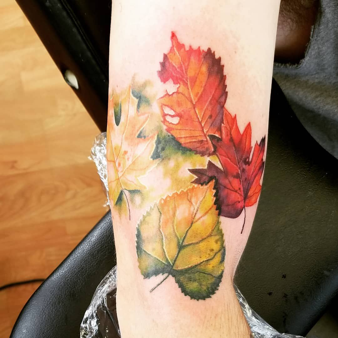 17 Fall Inspired Tattoos That Show Off The Dreamiest Autumn Leaves