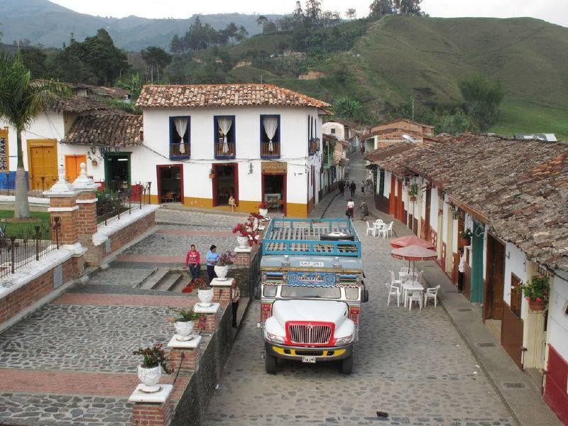 Concepcion, Antioquia Notese el parque cerrado al mejor estilo Republicano...