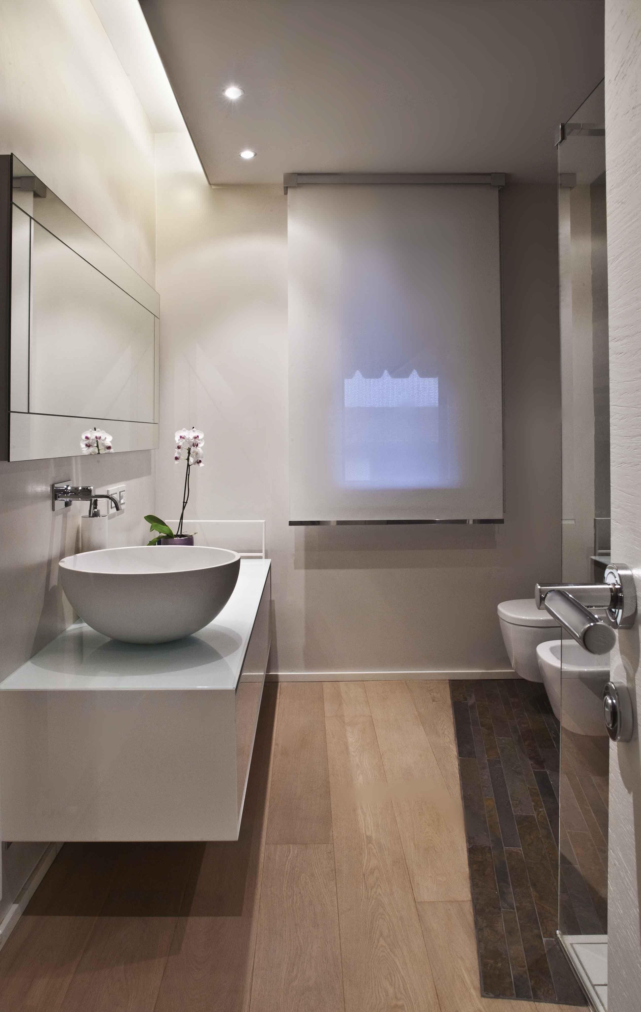 Bagno minimal opere in 2019 bathroom bathroom styling modern bathroom for Idee bagno moderno
