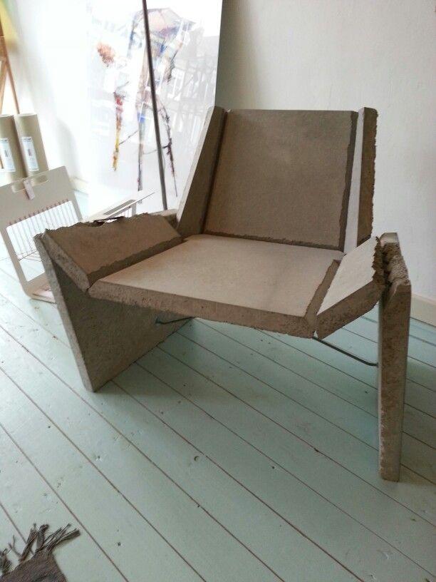 Betonnen stoel, gevouwen als papier #concreteorigami | Concrete chair #dutchdesign #ddw #eindhoven