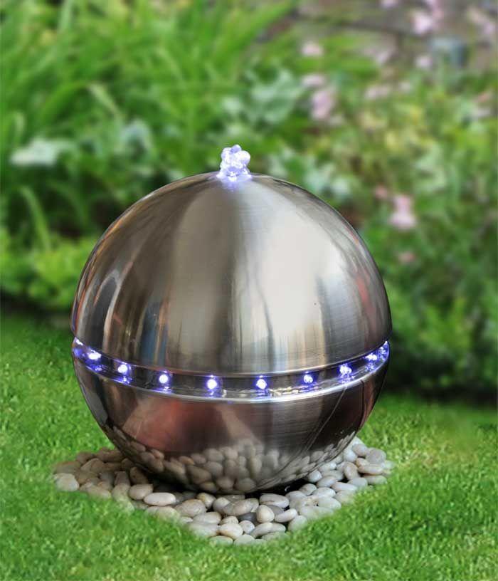 Fuente de diseño para jardín.