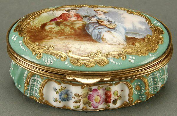 1227: A FINE GERMAN PORCELAIN BOX late 19th century, Or : Lot 1227
