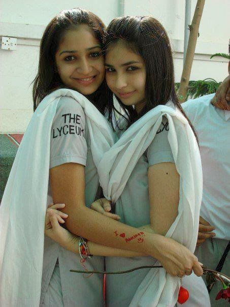 Punjabi Hot College Girls In Fun Leaked Images, Desi Pakistani Hot College  Karachi Girls In Smiling With Beautiful Friends Pictures