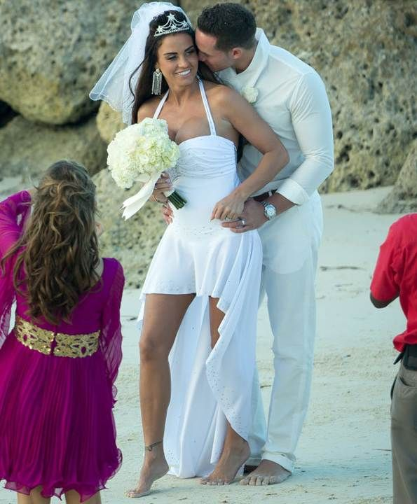 Celebrity Wedding Dresses Katie Price Was Over The Meringue And Opted For This Skimpy Gown Her Beach Ceremony To Kieran Hayler