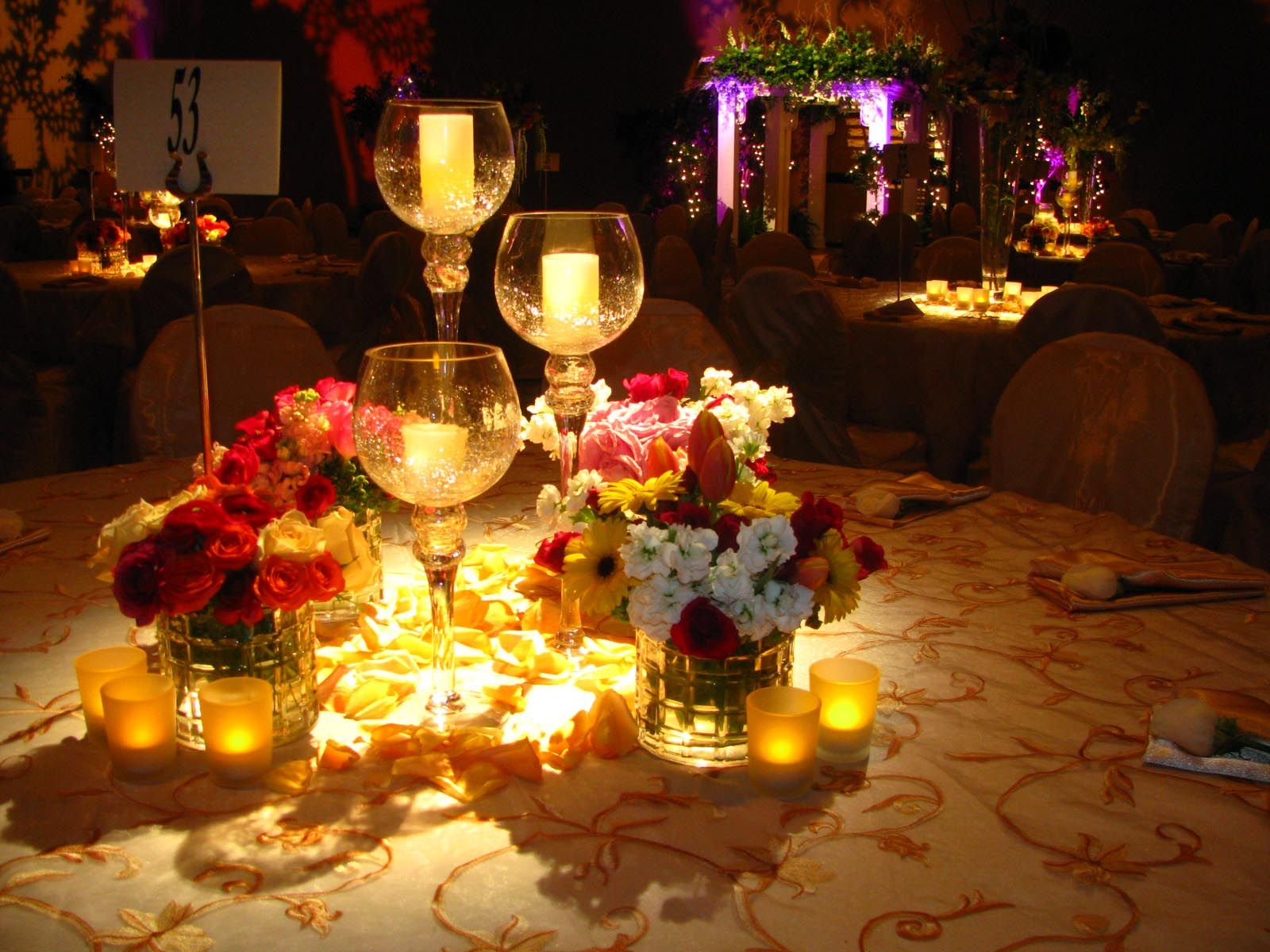 Romantic candlelight dinner romantic candle light dinner for Romantic dinner